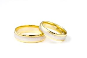 Auksiniai žiedai ir specialisto patarimai kaip juos įsigyti